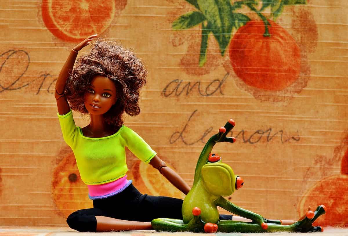 「生理痛」を緩和させる効果的な体操【マンスリービクス】を紹介&実践